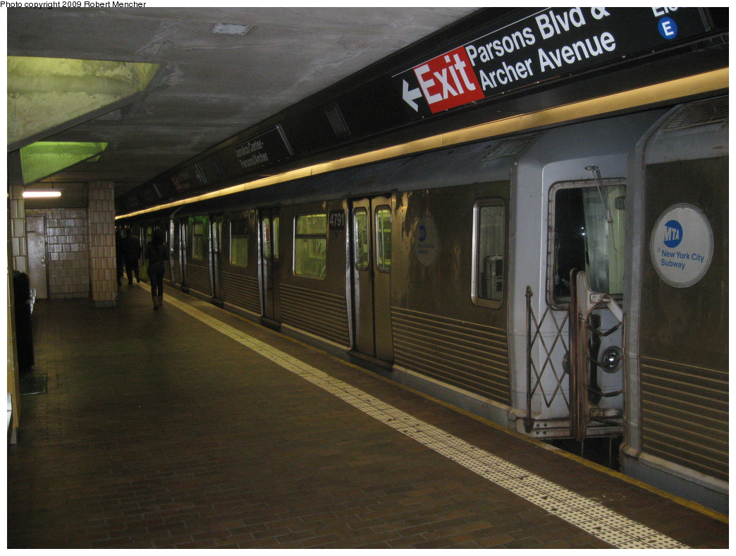(221k, 1044x788)<br><b>Country:</b> United States<br><b>City:</b> New York<br><b>System:</b> New York City Transit<br><b>Line:</b> BMT Nassau Street/Jamaica Line<br><b>Location:</b> Jamaica Center/Parsons-Archer <br><b>Route:</b> J<br><b>Car:</b> R-42 (St. Louis, 1969-1970)  4791 <br><b>Photo by:</b> Robert Mencher<br><b>Date:</b> 1/4/2009<br><b>Notes:</b> Lower Level<br><b>Viewed (this week/total):</b> 0 / 1521