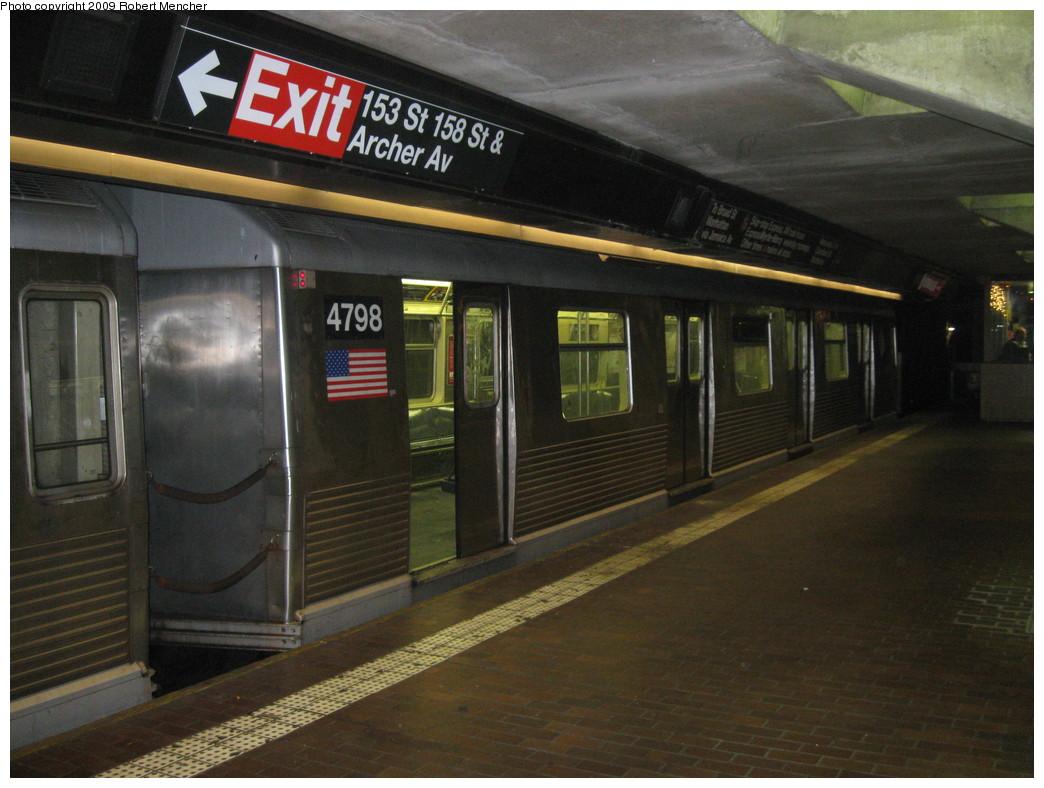 (207k, 1044x788)<br><b>Country:</b> United States<br><b>City:</b> New York<br><b>System:</b> New York City Transit<br><b>Line:</b> BMT Nassau Street/Jamaica Line<br><b>Location:</b> Jamaica Center/Parsons-Archer <br><b>Route:</b> J<br><b>Car:</b> R-42 (St. Louis, 1969-1970)  4798 <br><b>Photo by:</b> Robert Mencher<br><b>Date:</b> 1/4/2009<br><b>Notes:</b> Lower Level<br><b>Viewed (this week/total):</b> 0 / 1183