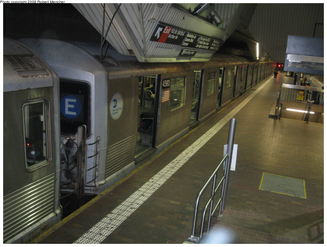 (229k, 1044x788)<br><b>Country:</b> United States<br><b>City:</b> New York<br><b>System:</b> New York City Transit<br><b>Line:</b> IND Queens Boulevard Line<br><b>Location:</b> Jamaica Center/Parsons-Archer <br><b>Route:</b> E<br><b>Car:</b> R-42 (St. Louis, 1969-1970)  4560 <br><b>Photo by:</b> Robert Mencher<br><b>Date:</b> 1/4/2009<br><b>Notes:</b> Upper Level<br><b>Viewed (this week/total):</b> 0 / 1904