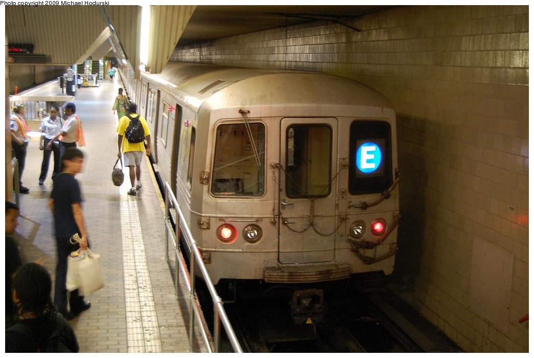 (189k, 1044x699)<br><b>Country:</b> United States<br><b>City:</b> New York<br><b>System:</b> New York City Transit<br><b>Line:</b> IND Queens Boulevard Line<br><b>Location:</b> Jamaica Center/Parsons-Archer <br><b>Route:</b> E<br><b>Car:</b> R-46 (Pullman-Standard, 1974-75) 5920 <br><b>Photo by:</b> Michael Hodurski<br><b>Date:</b> 8/1/2008<br><b>Viewed (this week/total):</b> 0 / 2248