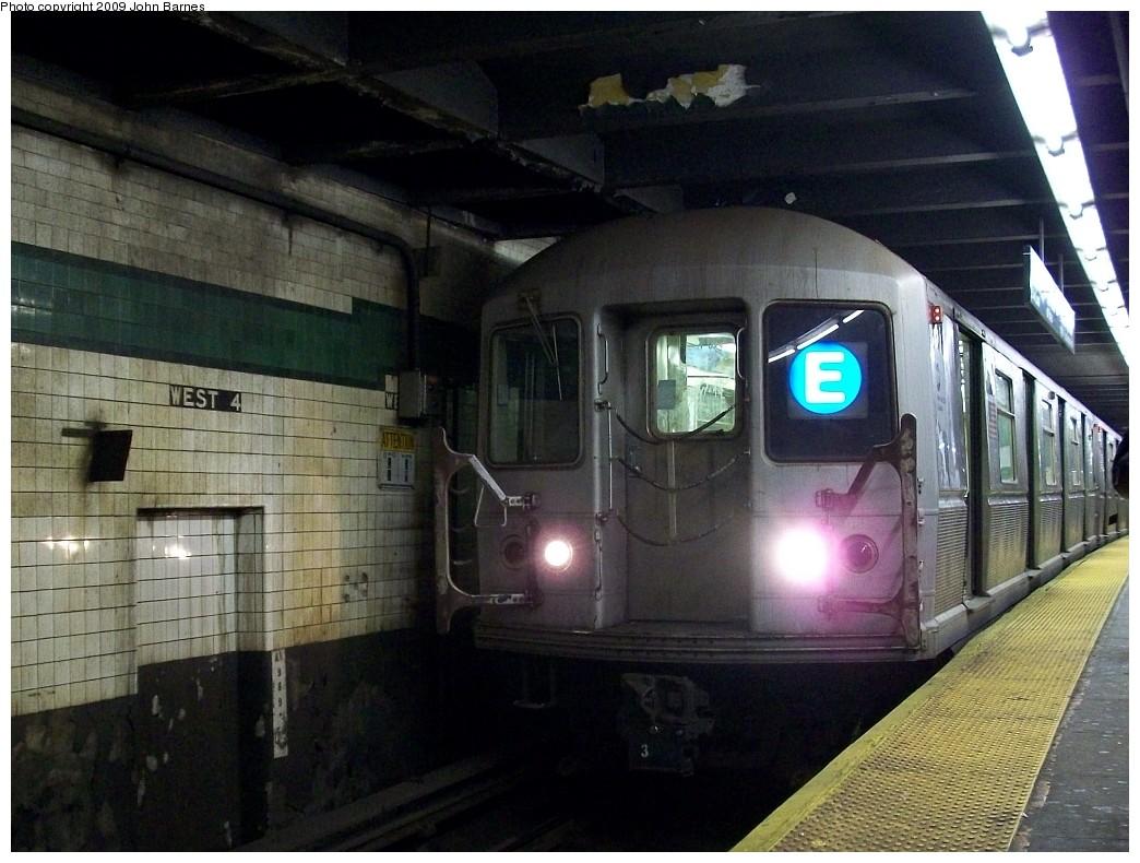 (224k, 1044x790)<br><b>Country:</b> United States<br><b>City:</b> New York<br><b>System:</b> New York City Transit<br><b>Line:</b> IND 8th Avenue Line<br><b>Location:</b> West 4th Street/Washington Square <br><b>Route:</b> E<br><b>Car:</b> R-40M (St. Louis, 1969)  4483 <br><b>Photo by:</b> John Barnes<br><b>Date:</b> 1/8/2009<br><b>Viewed (this week/total):</b> 1 / 1852