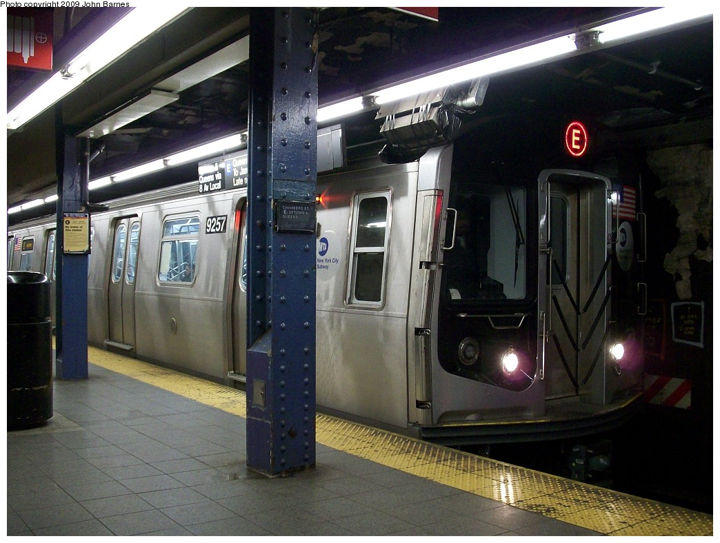 (228k, 1044x788)<br><b>Country:</b> United States<br><b>City:</b> New York<br><b>System:</b> New York City Transit<br><b>Line:</b> IND 8th Avenue Line<br><b>Location:</b> Chambers Street/World Trade Center <br><b>Route:</b> E<br><b>Car:</b> R-160A (Option 1) (Alstom, 2008-2009, 5 car sets)  9257 <br><b>Photo by:</b> John Barnes<br><b>Date:</b> 1/8/2009<br><b>Viewed (this week/total):</b> 0 / 1663