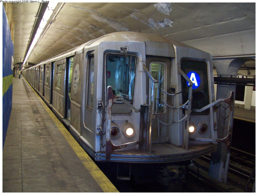 (199k, 1044x788)<br><b>Country:</b> United States<br><b>City:</b> New York<br><b>System:</b> New York City Transit<br><b>Line:</b> IND 8th Avenue Line<br><b>Location:</b> 190th Street/Overlook Terrace <br><b>Route:</b> A<br><b>Car:</b> R-40 (St. Louis, 1968)  429x <br><b>Photo by:</b> Glenn L. Rowe<br><b>Date:</b> 1/9/2009<br><b>Viewed (this week/total):</b> 0 / 1181