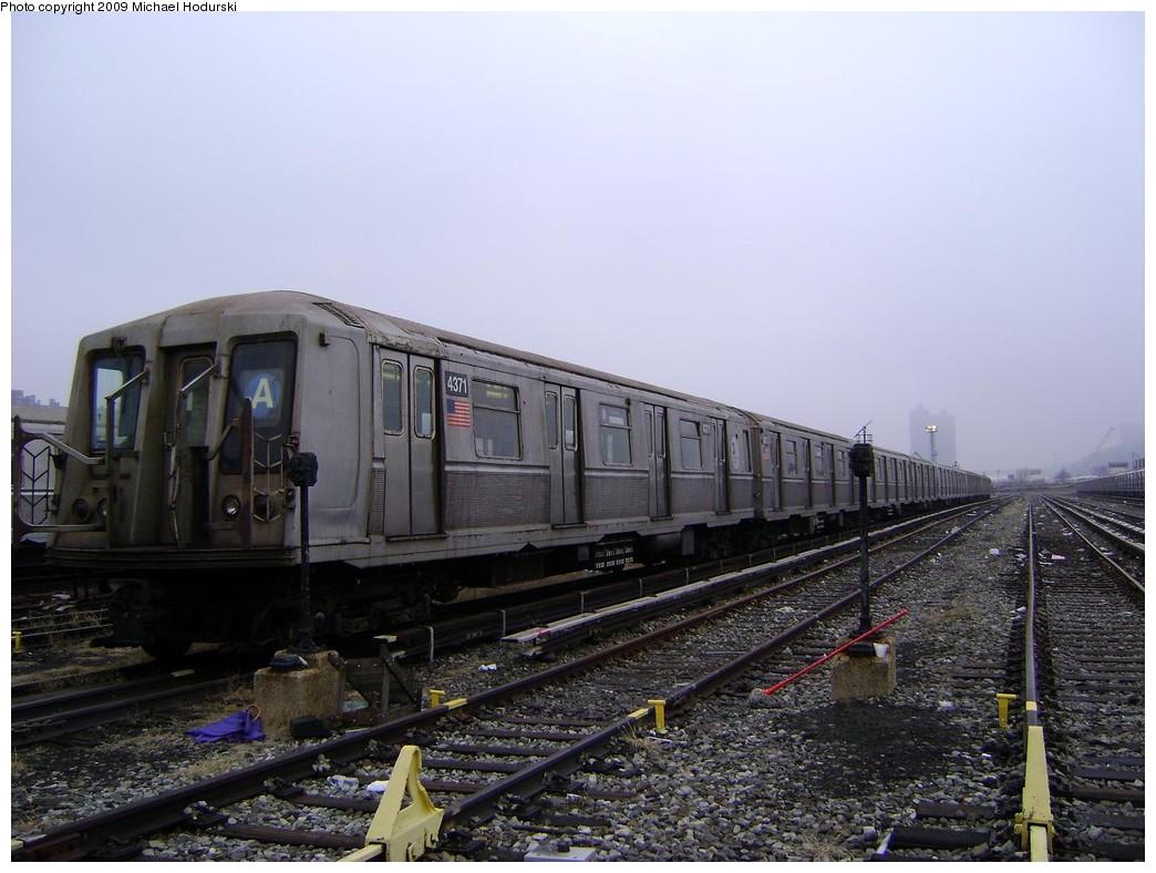 (210k, 1044x788)<br><b>Country:</b> United States<br><b>City:</b> New York<br><b>System:</b> New York City Transit<br><b>Location:</b> 207th Street Yard<br><b>Car:</b> R-40 (St. Louis, 1968)  4371 <br><b>Photo by:</b> Michael Hodurski<br><b>Date:</b> 12/27/2008<br><b>Viewed (this week/total):</b> 0 / 1024