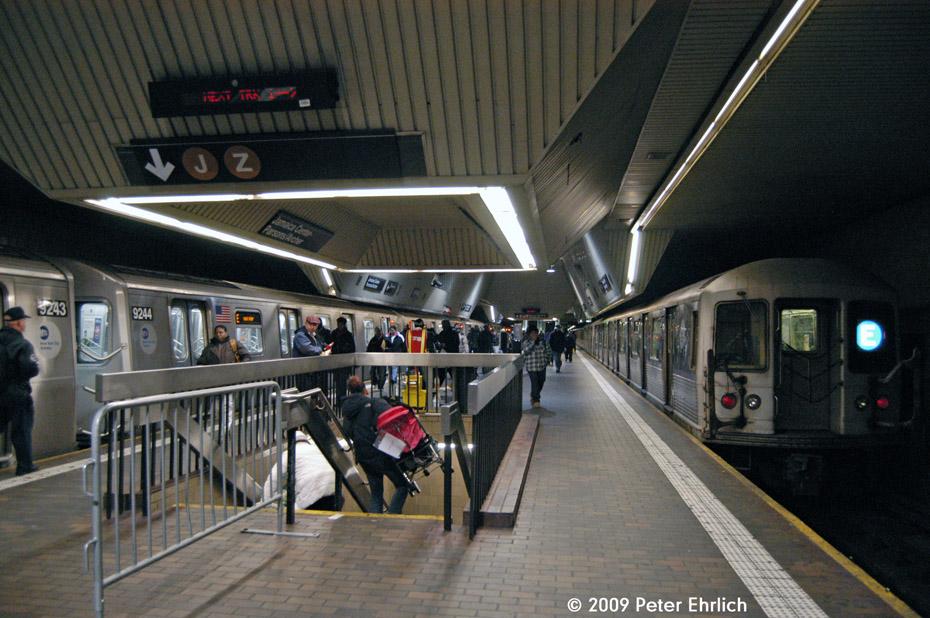 (228k, 930x618)<br><b>Country:</b> United States<br><b>City:</b> New York<br><b>System:</b> New York City Transit<br><b>Line:</b> IND Queens Boulevard Line<br><b>Location:</b> Jamaica Center/Parsons-Archer <br><b>Route:</b> E<br><b>Car:</b> R-160A (Option 1) (Alstom, 2008-2009, 5 car sets)  9243 <br><b>Photo by:</b> Peter Ehrlich<br><b>Date:</b> 1/7/2009<br><b>Notes:</b> Upper level. With R42 4605 leaving.<br><b>Viewed (this week/total):</b> 1 / 2966