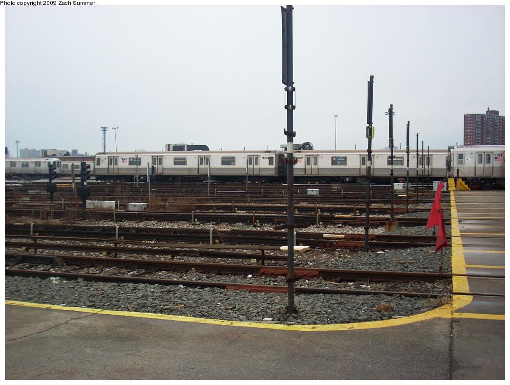 (264k, 1044x788)<br><b>Country:</b> United States<br><b>City:</b> New York<br><b>System:</b> New York City Transit<br><b>Location:</b> Coney Island Yard<br><b>Car:</b> R-68A (Kawasaki, 1988-1989)  5118 <br><b>Photo by:</b> Zach Summer<br><b>Date:</b> 12/27/2008<br><b>Viewed (this week/total):</b> 0 / 1139