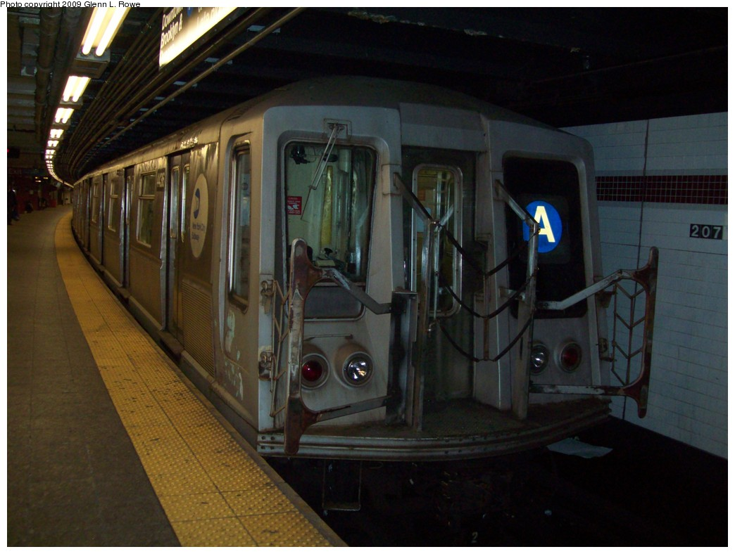 (183k, 1044x788)<br><b>Country:</b> United States<br><b>City:</b> New York<br><b>System:</b> New York City Transit<br><b>Line:</b> IND 8th Avenue Line<br><b>Location:</b> 207th Street <br><b>Route:</b> A<br><b>Car:</b> R-40 (St. Louis, 1968)  4436 <br><b>Photo by:</b> Glenn L. Rowe<br><b>Date:</b> 1/13/2009<br><b>Viewed (this week/total):</b> 1 / 913