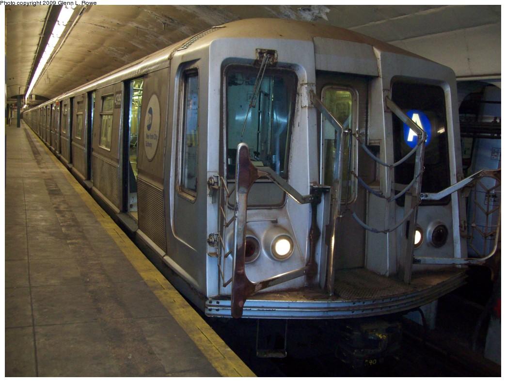(200k, 1044x788)<br><b>Country:</b> United States<br><b>City:</b> New York<br><b>System:</b> New York City Transit<br><b>Line:</b> IND 8th Avenue Line<br><b>Location:</b> 190th Street/Overlook Terrace<br><b>Route:</b> A<br><b>Car:</b> R-40 (St. Louis, 1968) 4399 <br><b>Photo by:</b> Glenn L. Rowe<br><b>Date:</b> 1/13/2009<br><b>Viewed (this week/total):</b> 0 / 1694