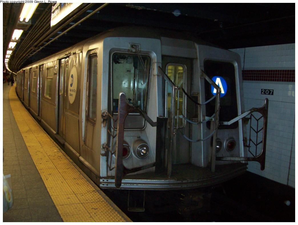 (193k, 1044x788)<br><b>Country:</b> United States<br><b>City:</b> New York<br><b>System:</b> New York City Transit<br><b>Line:</b> IND 8th Avenue Line<br><b>Location:</b> 207th Street <br><b>Route:</b> A<br><b>Car:</b> R-40 (St. Louis, 1968)  4309 <br><b>Photo by:</b> Glenn L. Rowe<br><b>Date:</b> 1/14/2009<br><b>Viewed (this week/total):</b> 0 / 781