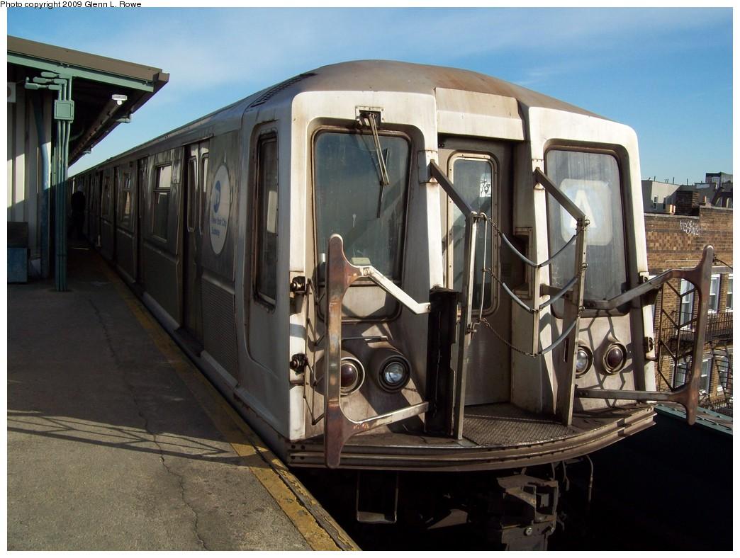 (216k, 1044x788)<br><b>Country:</b> United States<br><b>City:</b> New York<br><b>System:</b> New York City Transit<br><b>Line:</b> IND Fulton Street Line<br><b>Location:</b> Lefferts Boulevard <br><b>Route:</b> A<br><b>Car:</b> R-40 (St. Louis, 1968)  4410 <br><b>Photo by:</b> Glenn L. Rowe<br><b>Date:</b> 1/14/2009<br><b>Viewed (this week/total):</b> 0 / 936