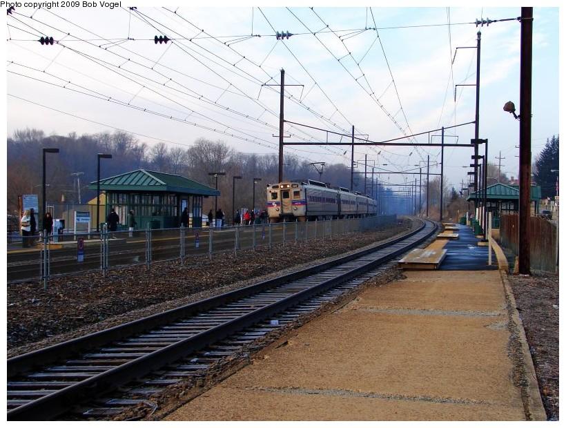 (166k, 820x620)<br><b>Country:</b> United States<br><b>City:</b> Philadelphia, PA<br><b>System:</b> SEPTA Regional Rail<br><b>Line:</b> SEPTA R5<br><b>Location:</b> Downingtown<br><b>Car:</b> SEPTA Silverliner IV (GE, 1974-75) 369 <br><b>Photo by:</b> Bob Vogel<br><b>Date:</b> 1/13/2009<br><b>Notes:</b> Septa train 9542<br><b>Viewed (this week/total):</b> 2 / 846