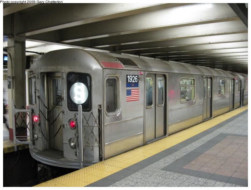 (129k, 820x620)<br><b>Country:</b> United States<br><b>City:</b> New York<br><b>System:</b> New York City Transit<br><b>Line:</b> IRT Times Square-Grand Central Shuttle<br><b>Location:</b> Grand Central <br><b>Route:</b> S<br><b>Car:</b> R-62A (Bombardier, 1984-1987)  1926 <br><b>Photo by:</b> Gary Chatterton<br><b>Date:</b> 1/12/2009<br><b>Viewed (this week/total):</b> 3 / 1312