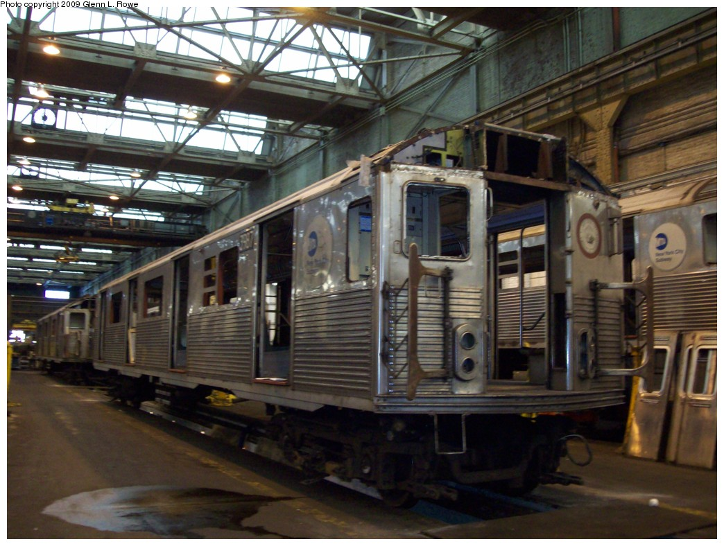 (227k, 1044x788)<br><b>Country:</b> United States<br><b>City:</b> New York<br><b>System:</b> New York City Transit<br><b>Location:</b> 207th Street Shop<br><b>Car:</b> R-38 (St. Louis, 1966-1967)  3987 <br><b>Photo by:</b> Glenn L. Rowe<br><b>Date:</b> 1/19/2009<br><b>Notes:</b> Scrap<br><b>Viewed (this week/total):</b> 1 / 1400