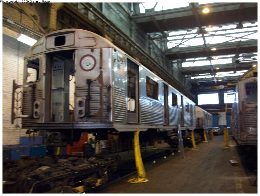 (209k, 1044x788)<br><b>Country:</b> United States<br><b>City:</b> New York<br><b>System:</b> New York City Transit<br><b>Location:</b> 207th Street Shop<br><b>Car:</b> R-38 (St. Louis, 1966-1967)  4091 <br><b>Photo by:</b> Glenn L. Rowe<br><b>Date:</b> 1/19/2009<br><b>Notes:</b> Scrap<br><b>Viewed (this week/total):</b> 1 / 1024