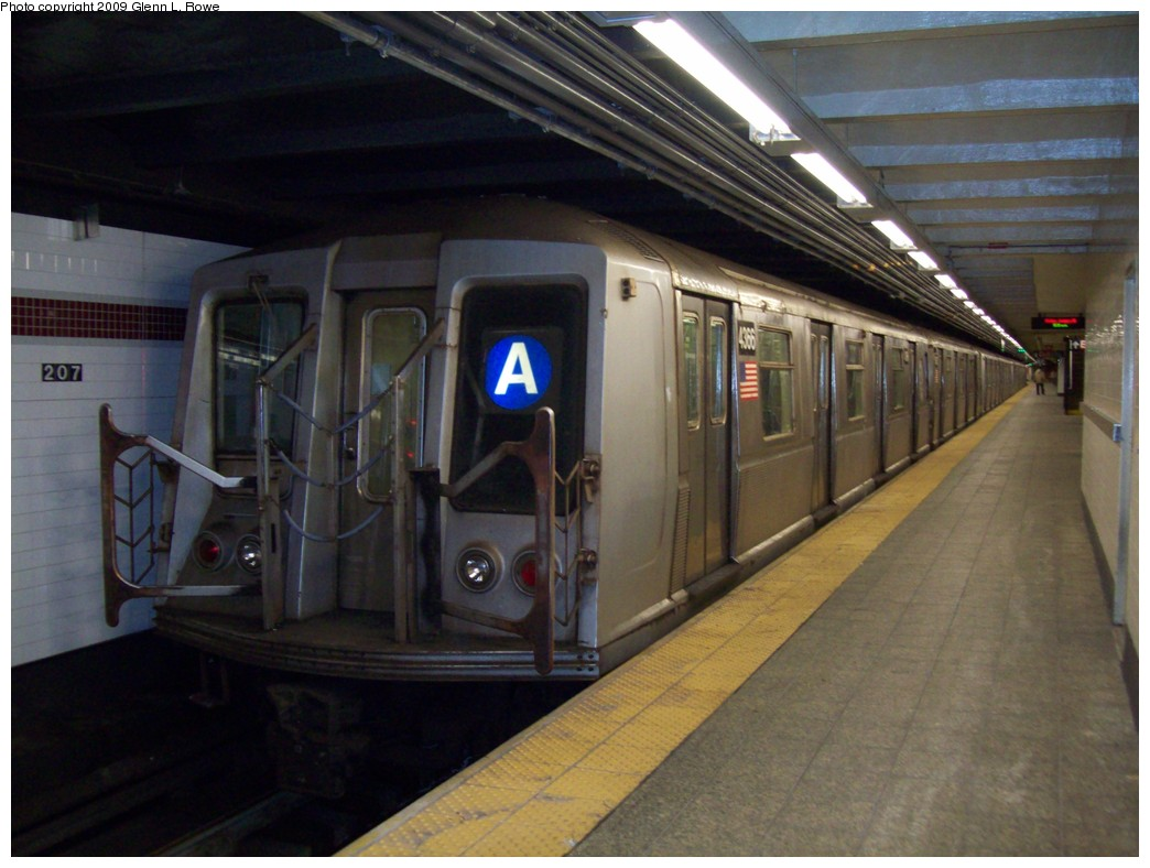 (188k, 1044x788)<br><b>Country:</b> United States<br><b>City:</b> New York<br><b>System:</b> New York City Transit<br><b>Line:</b> IND 8th Avenue Line<br><b>Location:</b> 207th Street <br><b>Route:</b> A<br><b>Car:</b> R-40 (St. Louis, 1968)  4366 <br><b>Photo by:</b> Glenn L. Rowe<br><b>Date:</b> 1/16/2009<br><b>Viewed (this week/total):</b> 0 / 867