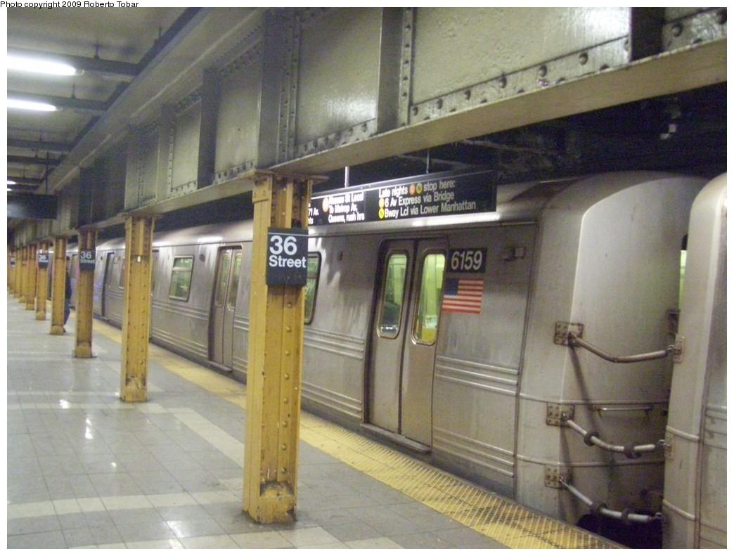 (201k, 1044x791)<br><b>Country:</b> United States<br><b>City:</b> New York<br><b>System:</b> New York City Transit<br><b>Line:</b> BMT 4th Avenue<br><b>Location:</b> 36th Street <br><b>Route:</b> R<br><b>Car:</b> R-46 (Pullman-Standard, 1974-75) 6159 <br><b>Photo by:</b> Roberto C. Tobar<br><b>Date:</b> 1/17/2009<br><b>Viewed (this week/total):</b> 0 / 2167