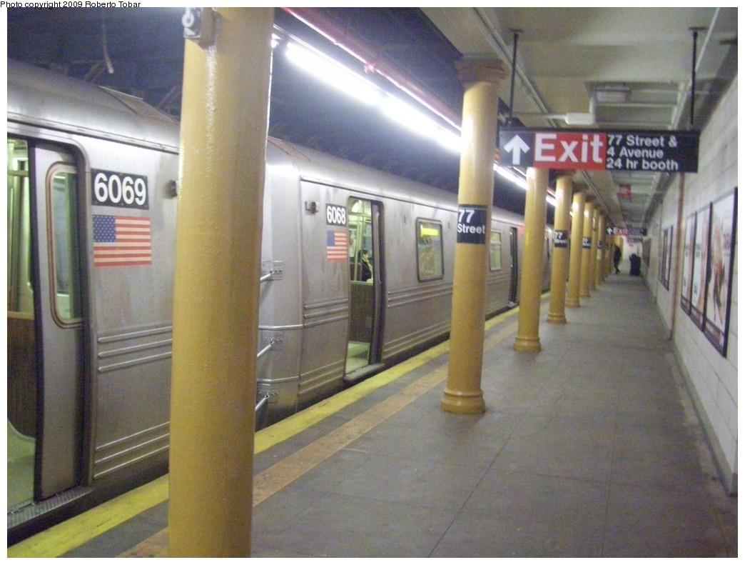 (194k, 1044x791)<br><b>Country:</b> United States<br><b>City:</b> New York<br><b>System:</b> New York City Transit<br><b>Line:</b> BMT 4th Avenue<br><b>Location:</b> 77th Street <br><b>Route:</b> R<br><b>Car:</b> R-46 (Pullman-Standard, 1974-75) 6068 <br><b>Photo by:</b> Roberto C. Tobar<br><b>Date:</b> 1/17/2009<br><b>Viewed (this week/total):</b> 4 / 1874