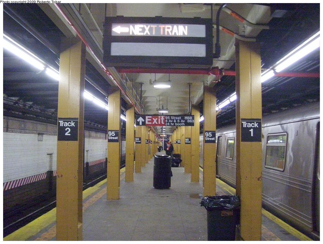 (260k, 1044x791)<br><b>Country:</b> United States<br><b>City:</b> New York<br><b>System:</b> New York City Transit<br><b>Line:</b> BMT 4th Avenue<br><b>Location:</b> 95th Street/Fort Hamilton <br><b>Photo by:</b> Roberto C. Tobar<br><b>Date:</b> 1/17/2009<br><b>Viewed (this week/total):</b> 0 / 2250