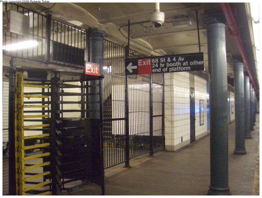 (225k, 1044x791)<br><b>Country:</b> United States<br><b>City:</b> New York<br><b>System:</b> New York City Transit<br><b>Line:</b> BMT 4th Avenue<br><b>Location:</b> Bay Ridge Avenue <br><b>Photo by:</b> Roberto C. Tobar<br><b>Date:</b> 1/17/2009<br><b>Viewed (this week/total):</b> 4 / 1661