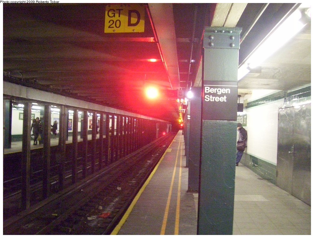 (240k, 1044x791)<br><b>Country:</b> United States<br><b>City:</b> New York<br><b>System:</b> New York City Transit<br><b>Line:</b> IND Crosstown Line<br><b>Location:</b> Bergen Street <br><b>Photo by:</b> Roberto C. Tobar<br><b>Date:</b> 1/17/2009<br><b>Viewed (this week/total):</b> 3 / 2262