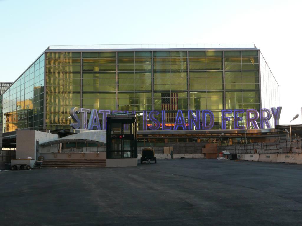(80k, 1024x768)<br><b>Country:</b> United States<br><b>City:</b> New York<br><b>System:</b> New York City Transit<br><b>Line:</b> IRT West Side Line<br><b>Location:</b> South Ferry (New Station) <br><b>Photo by:</b> Robbie Rosenfeld<br><b>Date:</b> 1/14/2009<br><b>Viewed (this week/total):</b> 0 / 1637
