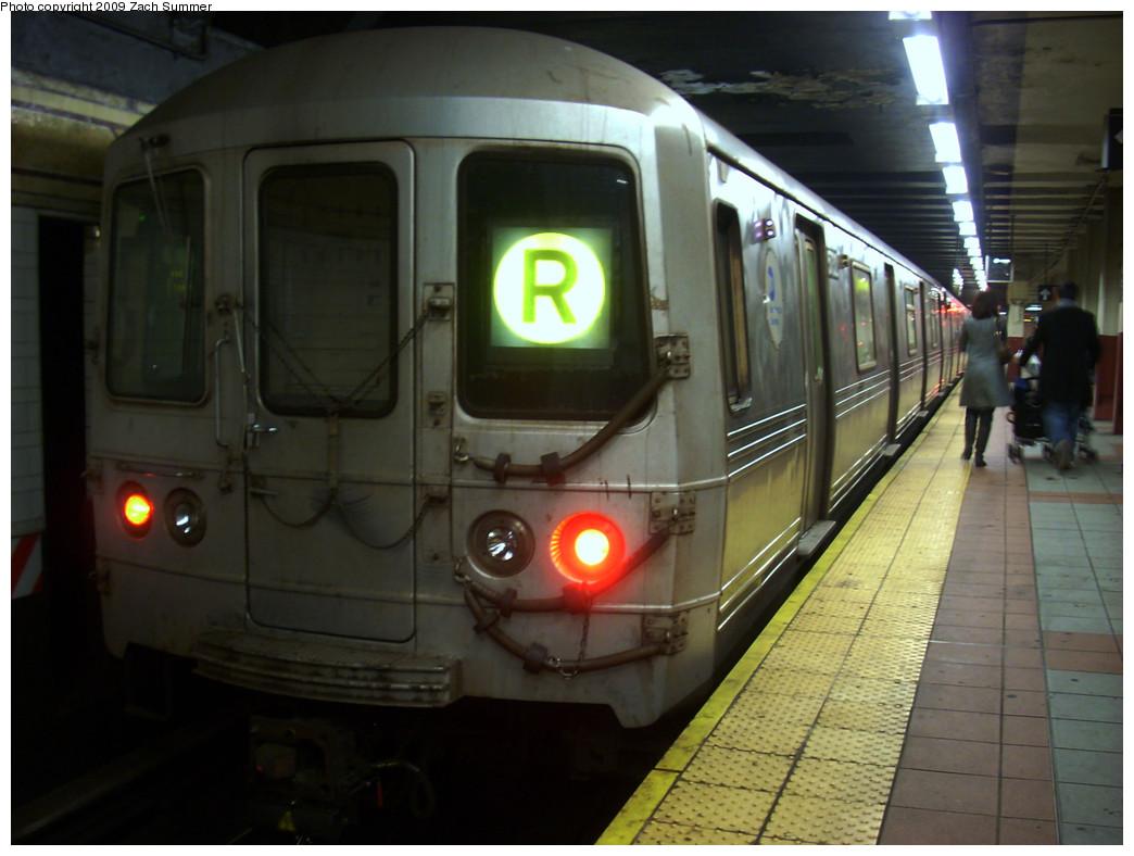 (222k, 1044x788)<br><b>Country:</b> United States<br><b>City:</b> New York<br><b>System:</b> New York City Transit<br><b>Location:</b> DeKalb Avenue<br><b>Route:</b> R<br><b>Car:</b> R-46 (Pullman-Standard, 1974-75) 5732 <br><b>Photo by:</b> Zach Summer<br><b>Date:</b> 12/27/2008<br><b>Viewed (this week/total):</b> 1 / 1526