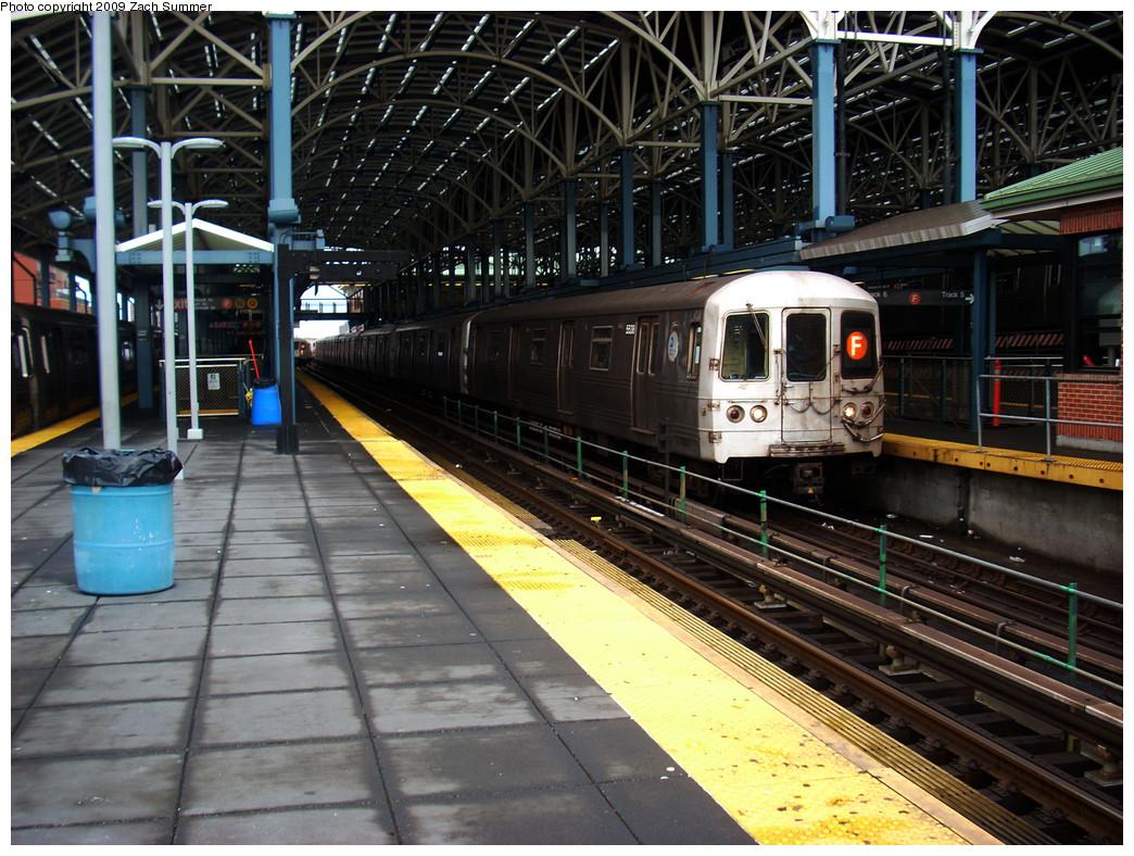 (332k, 1044x788)<br><b>Country:</b> United States<br><b>City:</b> New York<br><b>System:</b> New York City Transit<br><b>Location:</b> Coney Island/Stillwell Avenue<br><b>Route:</b> F<br><b>Car:</b> R-46 (Pullman-Standard, 1974-75) 5538 <br><b>Photo by:</b> Zach Summer<br><b>Date:</b> 12/28/2008<br><b>Viewed (this week/total):</b> 1 / 1596