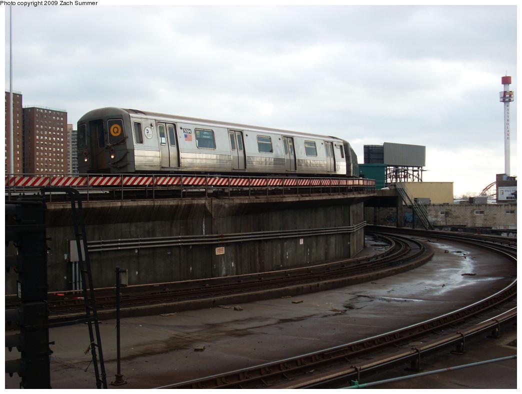 (214k, 1044x788)<br><b>Country:</b> United States<br><b>City:</b> New York<br><b>System:</b> New York City Transit<br><b>Location:</b> Coney Island/Stillwell Avenue<br><b>Route:</b> Q<br><b>Car:</b> R-68A (Kawasaki, 1988-1989)  5094 <br><b>Photo by:</b> Zach Summer<br><b>Date:</b> 12/28/2008<br><b>Viewed (this week/total):</b> 0 / 1363