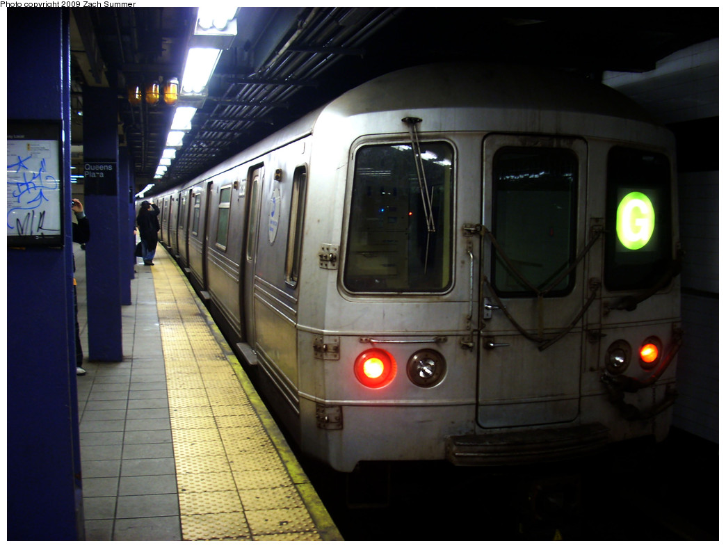 (215k, 1044x788)<br><b>Country:</b> United States<br><b>City:</b> New York<br><b>System:</b> New York City Transit<br><b>Line:</b> IND Queens Boulevard Line<br><b>Location:</b> Queens Plaza <br><b>Route:</b> G<br><b>Car:</b> R-46 (Pullman-Standard, 1974-75) 6238 <br><b>Photo by:</b> Zach Summer<br><b>Date:</b> 12/28/2008<br><b>Viewed (this week/total):</b> 0 / 1456