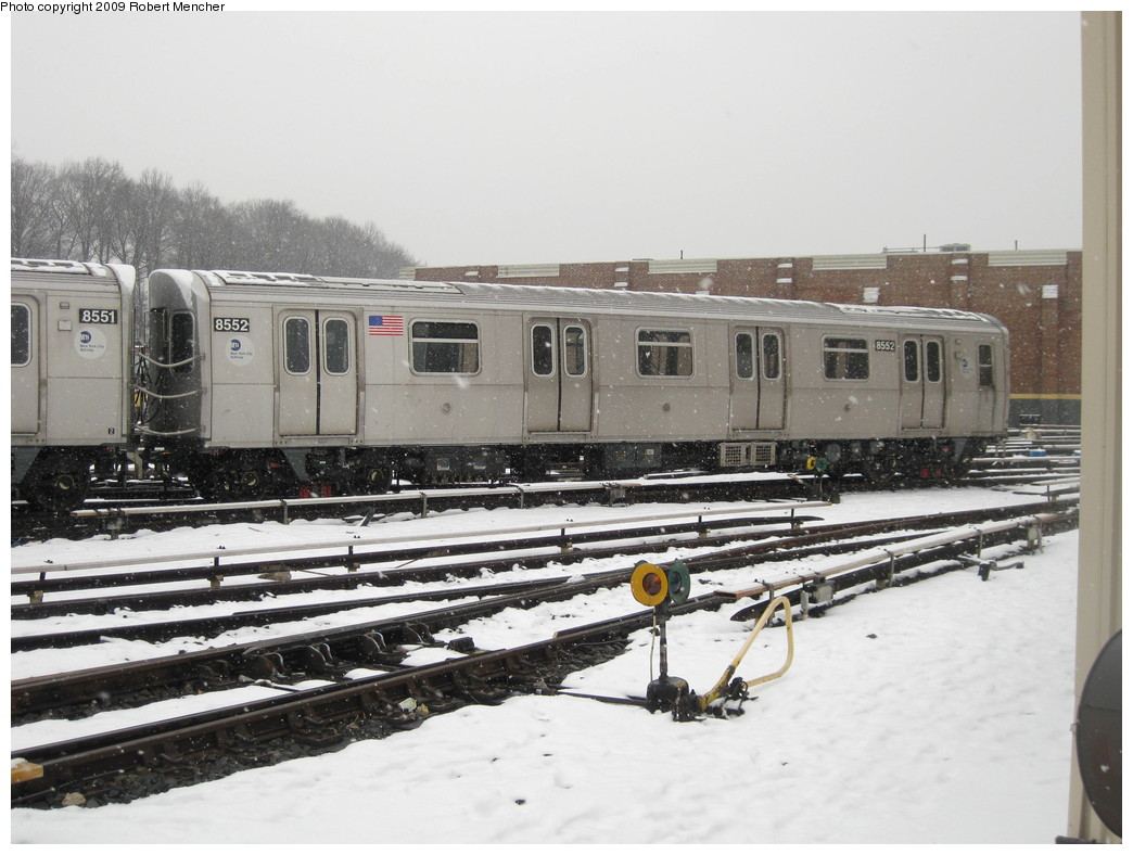 (201k, 1044x788)<br><b>Country:</b> United States<br><b>City:</b> New York<br><b>System:</b> New York City Transit<br><b>Location:</b> East New York Yard/Shops<br><b>Car:</b> R-160A-1 (Alstom, 2005-2008, 4 car sets)  8552 <br><b>Photo by:</b> Robert Mencher<br><b>Date:</b> 1/19/2009<br><b>Viewed (this week/total):</b> 0 / 1037