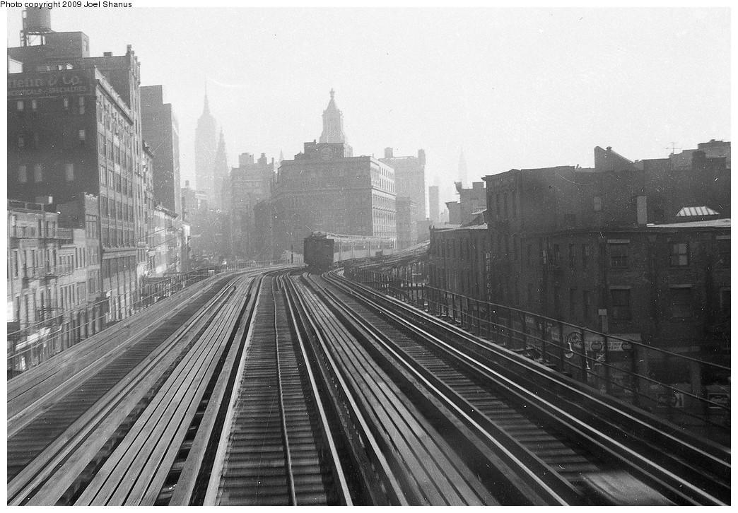 (233k, 1044x726)<br><b>Country:</b> United States<br><b>City:</b> New York<br><b>System:</b> New York City Transit<br><b>Line:</b> 3rd Avenue El<br><b>Location:</b> 9th Street <br><b>Car:</b> MUDC  <br><b>Notes:</b> 9th St station in distance. Cooper Union straight ahead.<br><b>Viewed (this week/total):</b> 5 / 2364