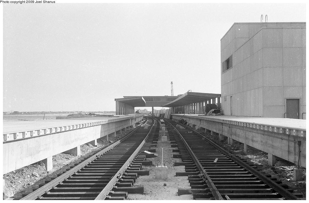 (200k, 1044x689)<br><b>Country:</b> United States<br><b>City:</b> New York<br><b>System:</b> New York City Transit<br><b>Line:</b> IND Rockaway<br><b>Location:</b> Broad Channel <br><b>Notes:</b> Broad Channel under construction, facing south.<br><b>Viewed (this week/total):</b> 2 / 1796