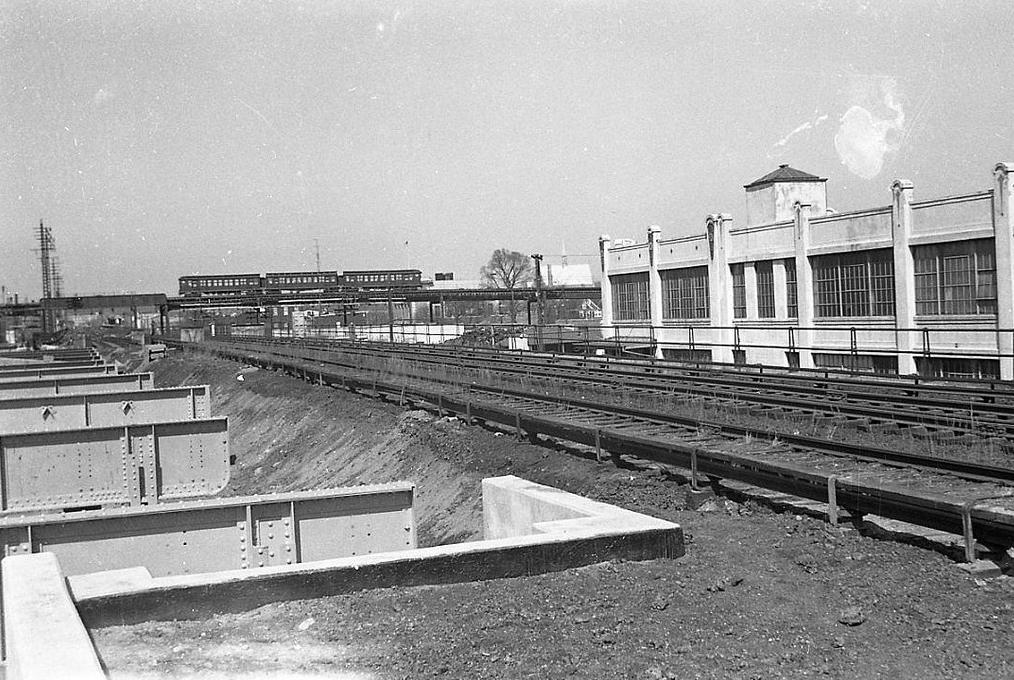 (387k, 1028x1044)<br><b>Country:</b> United States<br><b>City:</b> New York<br><b>System:</b> New York City Transit<br><b>Line:</b> IRT White Plains Road Line<br><b>Location:</b> 238th Street (Nereid Avenue) <br><b>Car:</b> Low-V  <br><b>Photo by:</b> Joel Shanus<br><b>Viewed (this week/total):</b> 0 / 1514