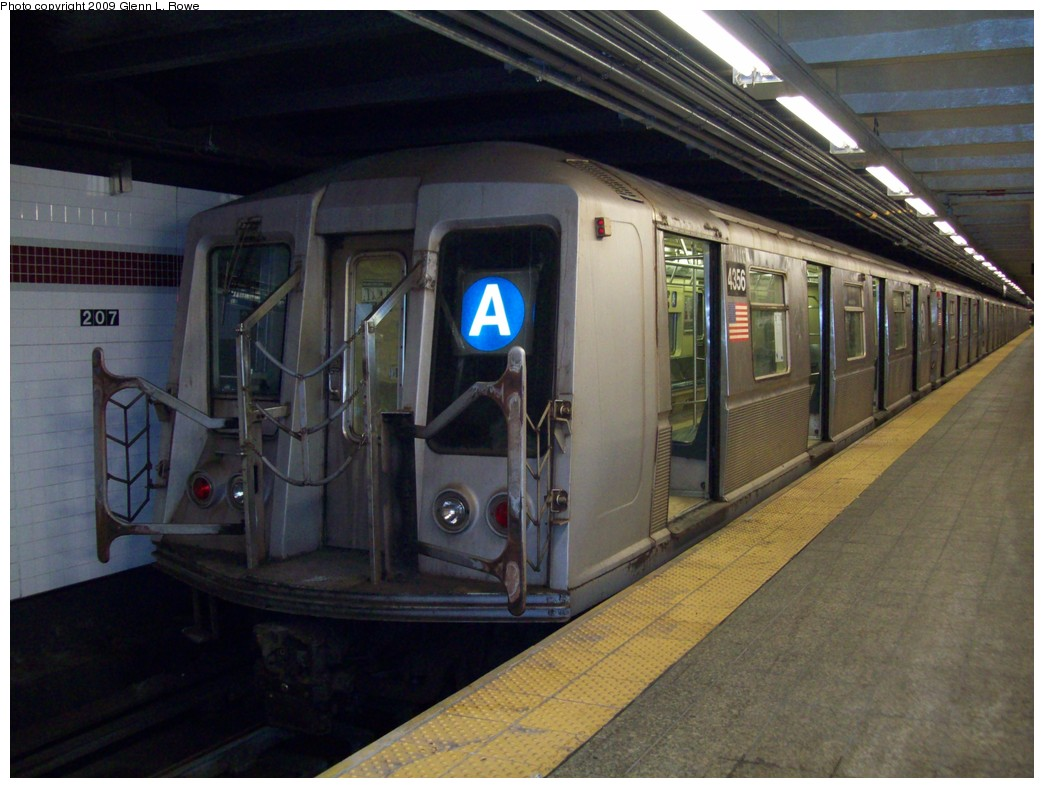 (199k, 1044x788)<br><b>Country:</b> United States<br><b>City:</b> New York<br><b>System:</b> New York City Transit<br><b>Line:</b> IND 8th Avenue Line<br><b>Location:</b> 207th Street <br><b>Route:</b> A<br><b>Car:</b> R-40 (St. Louis, 1968)  4356 <br><b>Photo by:</b> Glenn L. Rowe<br><b>Date:</b> 1/23/2009<br><b>Viewed (this week/total):</b> 0 / 1005