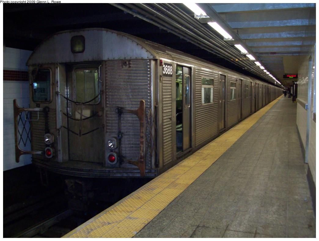 (196k, 1044x788)<br><b>Country:</b> United States<br><b>City:</b> New York<br><b>System:</b> New York City Transit<br><b>Line:</b> IND 8th Avenue Line<br><b>Location:</b> 207th Street <br><b>Route:</b> A<br><b>Car:</b> R-32 (Budd, 1964)  3688 <br><b>Photo by:</b> Glenn L. Rowe<br><b>Date:</b> 1/23/2009<br><b>Viewed (this week/total):</b> 3 / 1032