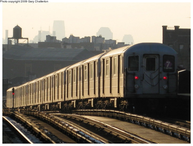 (121k, 820x620)<br><b>Country:</b> United States<br><b>City:</b> New York<br><b>System:</b> New York City Transit<br><b>Line:</b> IRT Flushing Line<br><b>Location:</b> 52nd Street/Lincoln Avenue <br><b>Route:</b> 7<br><b>Car:</b> R-62A (Bombardier, 1984-1987)  2039 <br><b>Photo by:</b> Gary Chatterton<br><b>Date:</b> 1/22/2009<br><b>Viewed (this week/total):</b> 3 / 1236