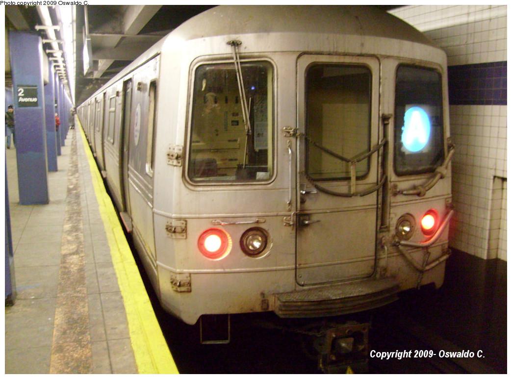 (255k, 1044x773)<br><b>Country:</b> United States<br><b>City:</b> New York<br><b>System:</b> New York City Transit<br><b>Line:</b> IND 6th Avenue Line<br><b>Location:</b> 2nd Avenue <br><b>Route:</b> A reroute<br><b>Car:</b> R-44 (St. Louis, 1971-73)  <br><b>Photo by:</b> Oswaldo C.<br><b>Date:</b> 1/17/2009<br><b>Notes:</b> A reroute via the F<br><b>Viewed (this week/total):</b> 0 / 1302