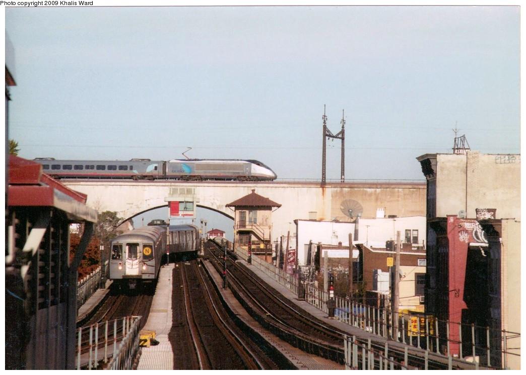 (191k, 1044x746)<br><b>Country:</b> United States<br><b>City:</b> New York<br><b>System:</b> New York City Transit<br><b>Line:</b> BMT Astoria Line<br><b>Location:</b> Ditmars Boulevard <br><b>Car:</b> R-68 (Westinghouse-Amrail, 1986-1988)   <br><b>Photo by:</b> Khalis Ward<br><b>Notes:</b> View of Amtrak Acela on Hell Gate overpass at Ditmars Ave.<br><b>Viewed (this week/total):</b> 1 / 3473