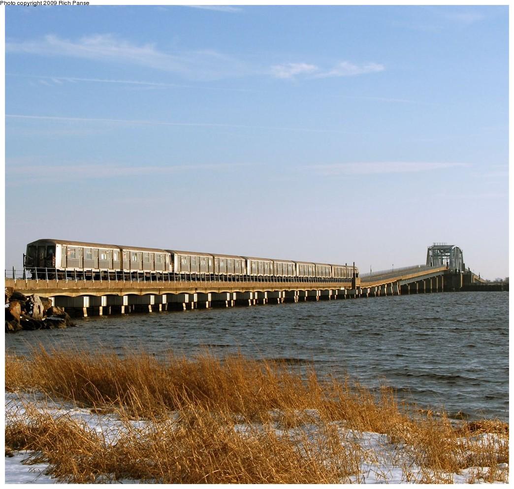 (256k, 1044x993)<br><b>Country:</b> United States<br><b>City:</b> New York<br><b>System:</b> New York City Transit<br><b>Line:</b> IND Rockaway<br><b>Location:</b> North Channel Bridge <br><b>Route:</b> A<br><b>Car:</b> R-40 (St. Louis, 1968)   <br><b>Photo by:</b> Richard Panse<br><b>Date:</b> 1/23/2009<br><b>Viewed (this week/total):</b> 0 / 1445