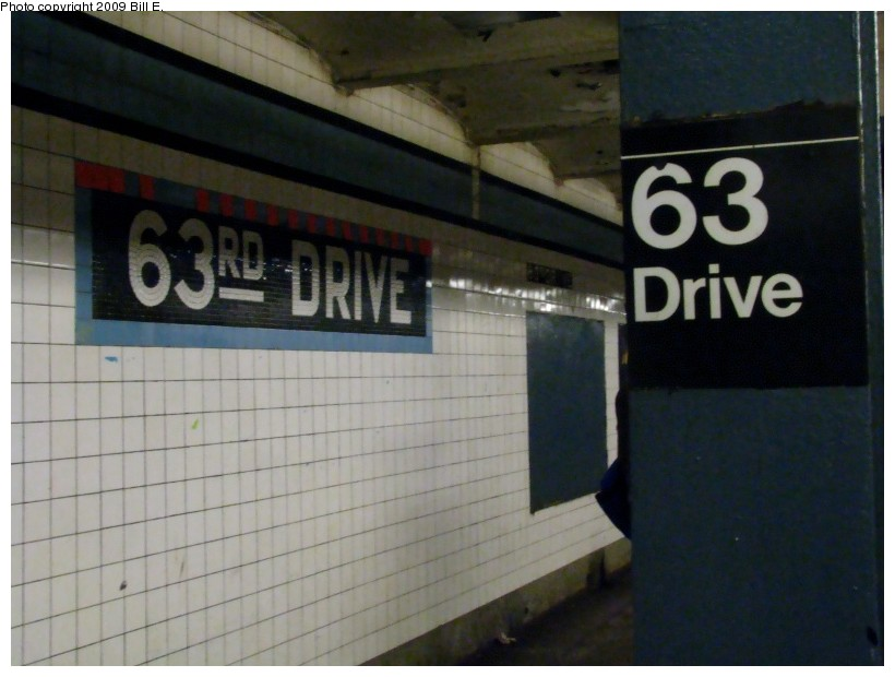 (103k, 820x620)<br><b>Country:</b> United States<br><b>City:</b> New York<br><b>System:</b> New York City Transit<br><b>Line:</b> IND Queens Boulevard Line<br><b>Location:</b> 63rd Drive/Rego Park <br><b>Photo by:</b> Bill E.<br><b>Date:</b> 1/10/2009<br><b>Viewed (this week/total):</b> 1 / 1027