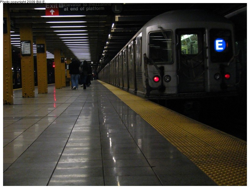 (121k, 820x620)<br><b>Country:</b> United States<br><b>City:</b> New York<br><b>System:</b> New York City Transit<br><b>Line:</b> IND 8th Avenue Line<br><b>Location:</b> 14th Street <br><b>Route:</b> E<br><b>Car:</b> R-42 (St. Louis, 1969-1970)   <br><b>Photo by:</b> Bill E.<br><b>Date:</b> 12/29/2008<br><b>Viewed (this week/total):</b> 0 / 1366