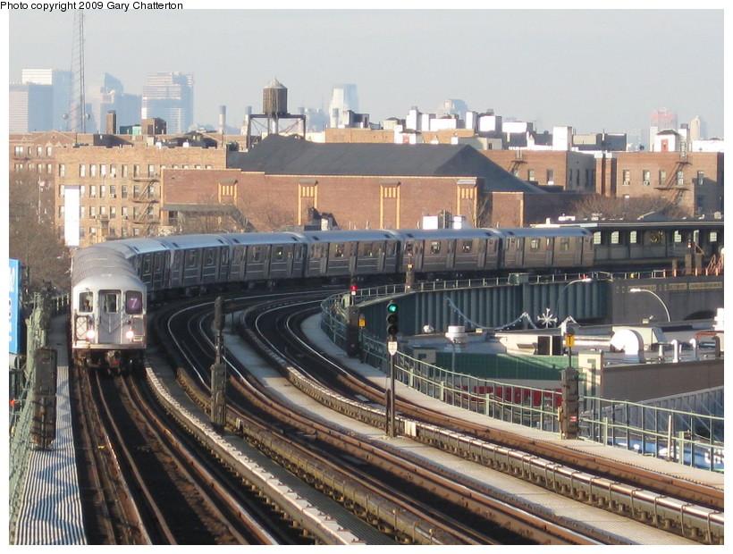(166k, 820x620)<br><b>Country:</b> United States<br><b>City:</b> New York<br><b>System:</b> New York City Transit<br><b>Line:</b> IRT Flushing Line<br><b>Location:</b> 52nd Street/Lincoln Avenue <br><b>Route:</b> 7<br><b>Car:</b> R-62A (Bombardier, 1984-1987)  2002 <br><b>Photo by:</b> Gary Chatterton<br><b>Date:</b> 12/4/2008<br><b>Viewed (this week/total):</b> 0 / 1613