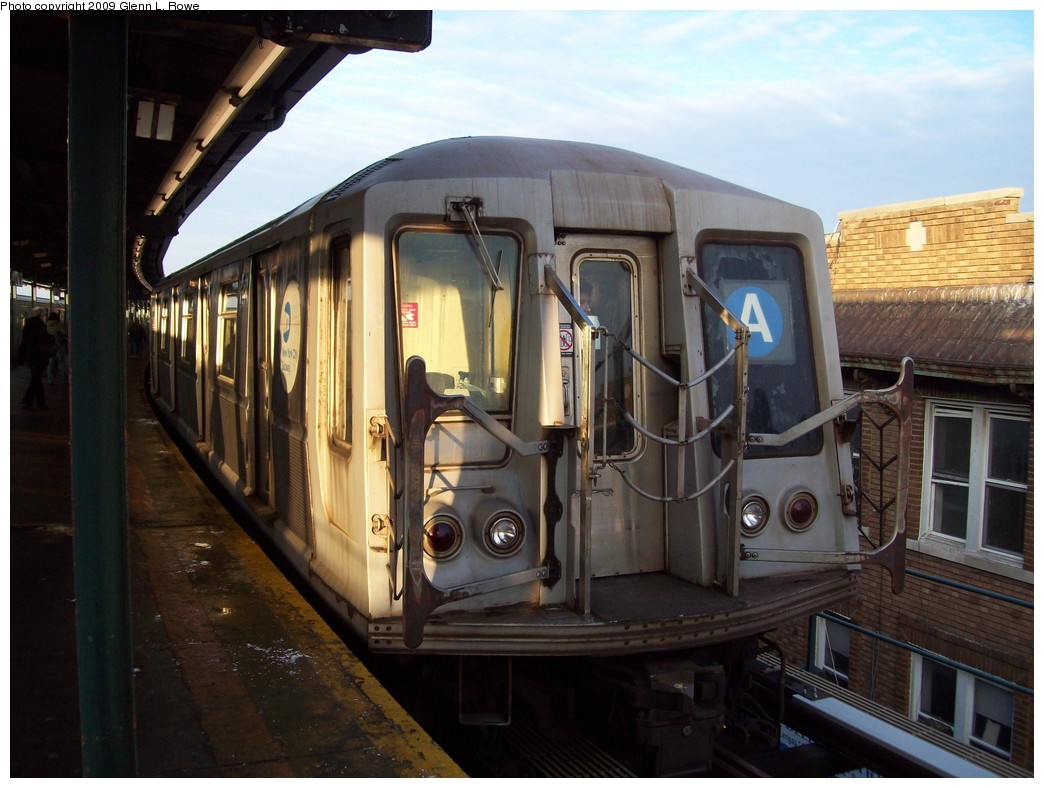 (201k, 1044x788)<br><b>Country:</b> United States<br><b>City:</b> New York<br><b>System:</b> New York City Transit<br><b>Line:</b> IND Fulton Street Line<br><b>Location:</b> Lefferts Boulevard <br><b>Route:</b> A<br><b>Car:</b> R-40 (St. Louis, 1968)  4257 <br><b>Photo by:</b> Glenn L. Rowe<br><b>Date:</b> 1/30/2009<br><b>Viewed (this week/total):</b> 0 / 1177