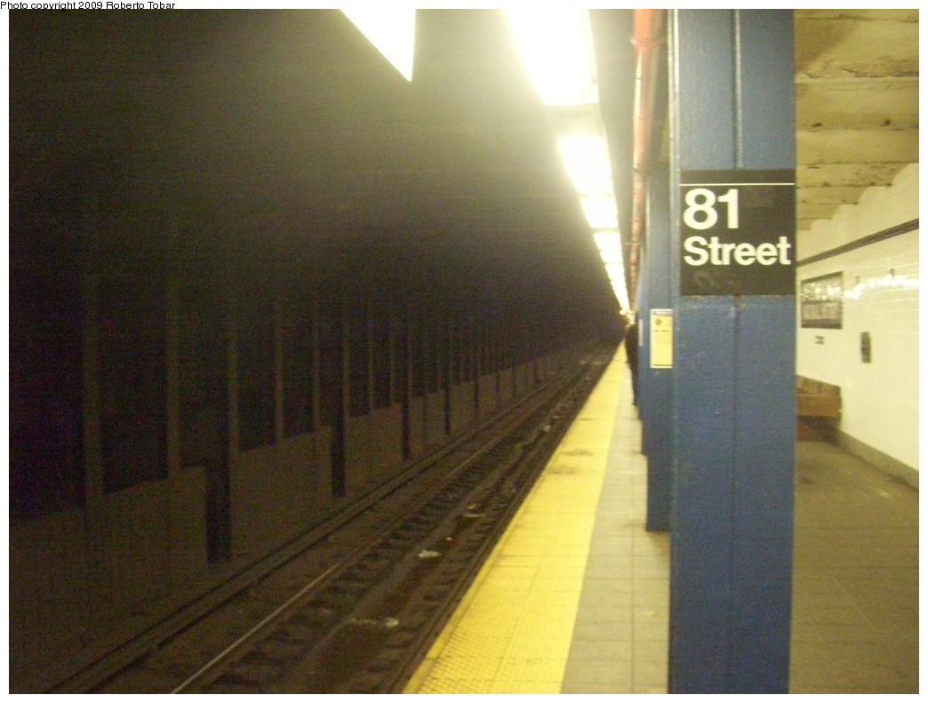 (180k, 1044x791)<br><b>Country:</b> United States<br><b>City:</b> New York<br><b>System:</b> New York City Transit<br><b>Line:</b> IND 8th Avenue Line<br><b>Location:</b> 81st Street/Museum of Natural History <br><b>Photo by:</b> Roberto C. Tobar<br><b>Date:</b> 1/30/2009<br><b>Notes:</b> Station view.<br><b>Viewed (this week/total):</b> 0 / 9252
