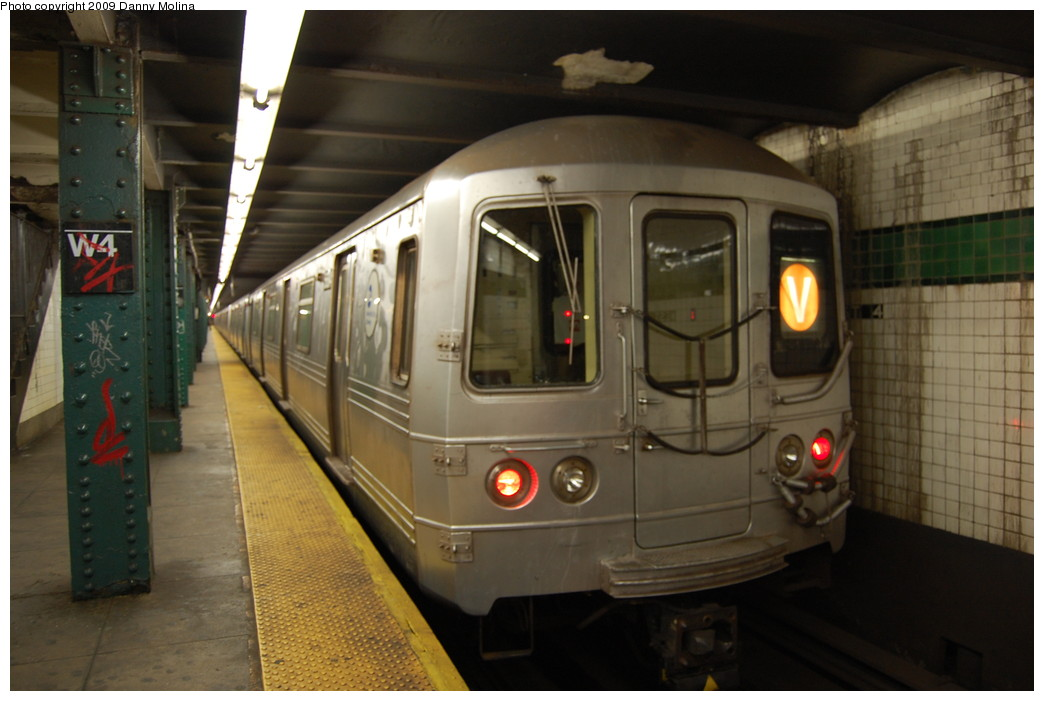 (217k, 1044x701)<br><b>Country:</b> United States<br><b>City:</b> New York<br><b>System:</b> New York City Transit<br><b>Line:</b> IND 6th Avenue Line<br><b>Location:</b> West 4th Street/Washington Square <br><b>Route:</b> V<br><b>Car:</b> R-46 (Pullman-Standard, 1974-75)  <br><b>Photo by:</b> Danny Molina<br><b>Date:</b> 12/2/2008<br><b>Viewed (this week/total):</b> 2 / 1716
