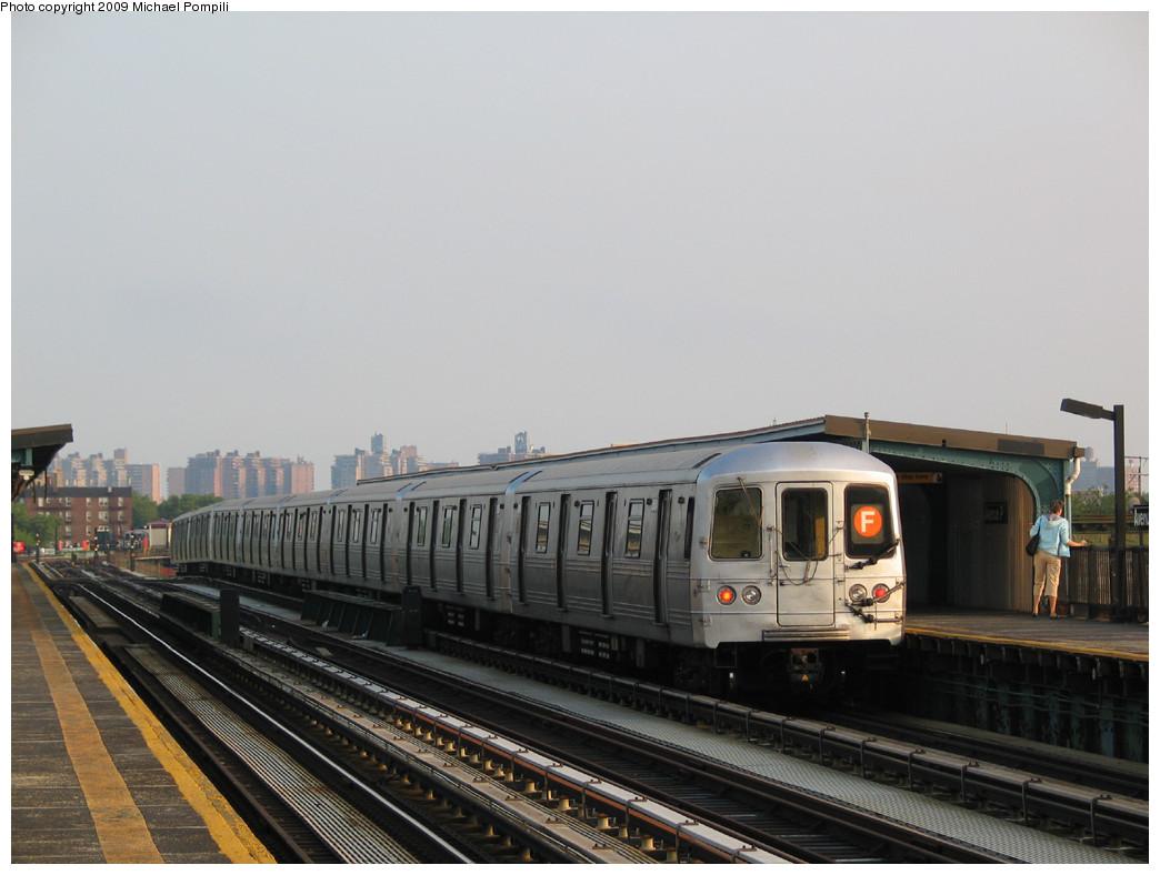 (199k, 1044x788)<br><b>Country:</b> United States<br><b>City:</b> New York<br><b>System:</b> New York City Transit<br><b>Line:</b> BMT Culver Line<br><b>Location:</b> Avenue P <br><b>Route:</b> F<br><b>Car:</b> R-46 (Pullman-Standard, 1974-75) 5554 <br><b>Photo by:</b> Michael Pompili<br><b>Date:</b> 5/27/2004<br><b>Viewed (this week/total):</b> 2 / 848