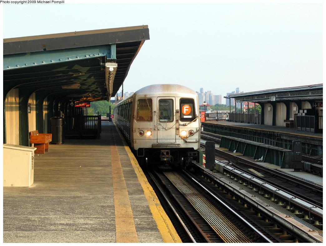 (273k, 1044x788)<br><b>Country:</b> United States<br><b>City:</b> New York<br><b>System:</b> New York City Transit<br><b>Line:</b> BMT Culver Line<br><b>Location:</b> Avenue P <br><b>Route:</b> F<br><b>Car:</b> R-46 (Pullman-Standard, 1974-75) 6202 <br><b>Photo by:</b> Michael Pompili<br><b>Date:</b> 5/27/2004<br><b>Viewed (this week/total):</b> 0 / 1073