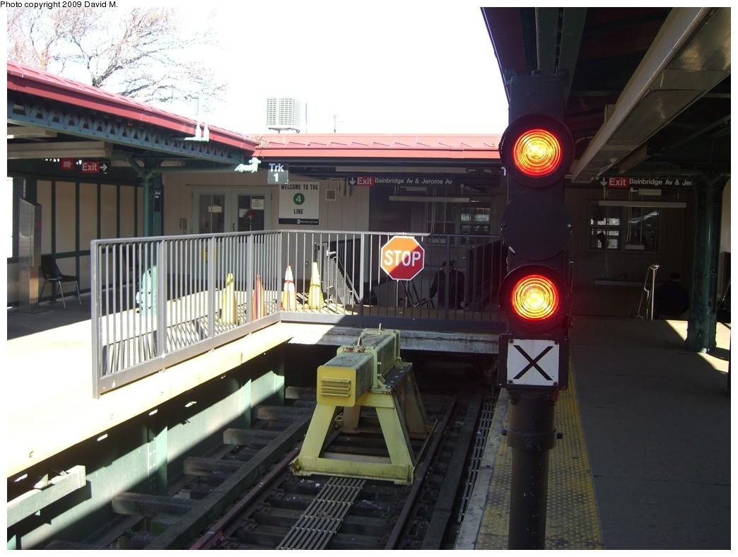 (181k, 1044x788)<br><b>Country:</b> United States<br><b>City:</b> New York<br><b>System:</b> New York City Transit<br><b>Line:</b> IRT Woodlawn Line<br><b>Location:</b> Woodlawn <br><b>Photo by:</b> David M. <br><b>Date:</b> 12/28/2008<br><b>Viewed (this week/total):</b> 0 / 2598