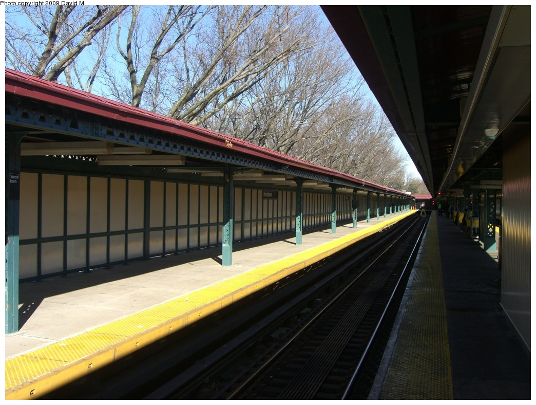 (225k, 1044x788)<br><b>Country:</b> United States<br><b>City:</b> New York<br><b>System:</b> New York City Transit<br><b>Line:</b> IRT Woodlawn Line<br><b>Location:</b> Woodlawn <br><b>Photo by:</b> David M. <br><b>Date:</b> 12/28/2008<br><b>Viewed (this week/total):</b> 0 / 1732
