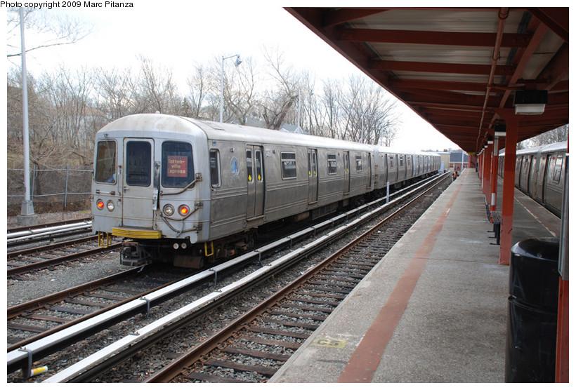 (173k, 820x556)<br><b>Country:</b> United States<br><b>City:</b> New York<br><b>System:</b> New York City Transit<br><b>Line:</b> SIRT<br><b>Location:</b> Tottenville <br><b>Car:</b> R-44 SIRT (St. Louis, 1971-1973) 406 <br><b>Photo by:</b> Marc Pitanza<br><b>Date:</b> 2/12/2009<br><b>Viewed (this week/total):</b> 1 / 2154